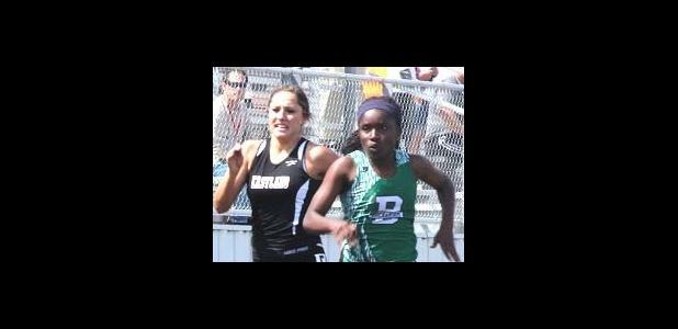 Caitlin Hullum running in the 100m dash.